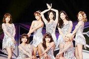 운동화·킬힐·맨발…'발'로 보는 소녀시대 10년의 발자취