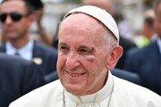 """교황 """"세게 맞았다""""…콜롬비아서 차량 급제동에 '꽝'"""
