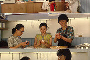 [윤여수의 라스트 씬] 영화 '카모메식당' 그녀의 주먹밥으로 깨달았지, 행복은 멀리 있지 않다는걸