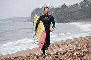 스콧, 제주바다서 서핑 망중한…데이, 해산물로 원기 충전