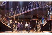[또 하나의 배우, 무대]11m 높이 선실 계단으로 입체미 살려