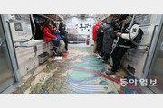 '해외 반출 문화재' 래핑 단장한 전동차
