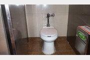1월1일부터 모든 공중화장실에 휴지통 無…바닥에 '툭', 없을까?