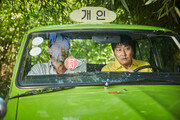 [2017 문화계 오樂가樂]충무로 5년째 정체기… '택시운전사'만 잘 달렸다