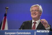 영국, 브렉시트 이후인 2020년까지 EU 잔류