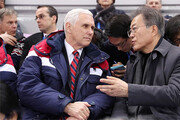 文대통령, 예정에 없이 펜스 찾아가… 대북 공조 '깊은 대화'