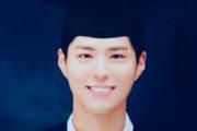 """""""졸업도, 영화처럼""""…박보검, '학사모' 졸업사진 화제"""