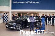 폴크스바겐, '파사트 GT' 1호차 전달… 17개월 걸린 '신차 출고'