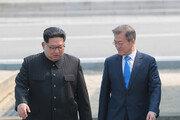 김정은 북한 국무위원장의 최첨단 '스트라이프' 인민복
