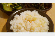 [식객 이윤화의 오늘 뭐 먹지?]누가 마늘을 조연이라 했는가… 향긋한 마늘밥, 그 부드러운 식감