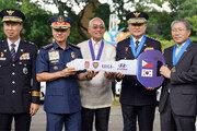 이철성 경찰청장, 필리핀에 순찰차 130대 전달