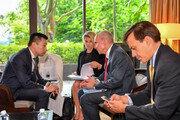 트럼프 개인기 '트위플로머시', 세계 외교무대의 '감초'로