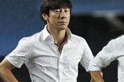 '닮은 패션' 신태용-뢰프, 배수진 충돌