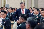 """문재인 대통령 """"국민이 주는 마지막 기회""""… 軍개혁 군기잡기"""