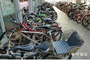 녹슬고 먼지 수북… 도심속 '자전거 무덤'