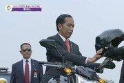[아시안게임] 인도네시아 위도도 대통령, 오토바이 타고 개막식 입장