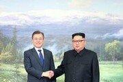 남북정상,  '민족의 영산' 백두산 동반 등정 …제2의 도보다리 친교행사 '뭉클'