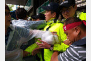 '법인분리 저지' 한국지엠 노조, 김앤장 진입하려다 경찰과 충돌