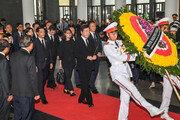 李총리, 베트남 국가주석 조문…총리·주석대행 면담도(종합)