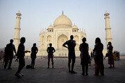 """인도 대법원 """"간통은 범죄 아니다"""" 식민통치 시절 법률 무력화"""