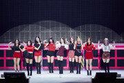 트와이스, 일본 첫 아레나투어 쾌조 스타트…'떼창'의 도가니