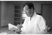 """""""작가는 소설을 쓰는 한 살아있고, 살아있는 한 글을 쓰는 존재"""""""