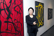 '추상미술계의 이단아' 장소영 작가 두번째 개인전 성황리에 마쳐