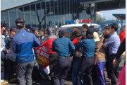 美해군에 항의하던 제주해군기지 주민·경찰 충돌…1명 연행