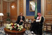 폼페이오, 사우디 왕세자와 웃으며 환담…美태도 논란 가열