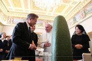 文대통령이 교황에 선물한 '예수님 얼굴상'과 '성모상'은?