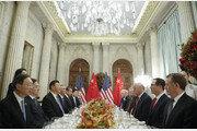 """마주앉은 미중…트럼프 """"우리 관계 특별"""" 시진핑 """"회담 고대했다"""""""