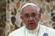 """""""동성애 죄 없어"""" 발언했던 교황 """"성직엔 동성애자 안 돼"""" 주장"""