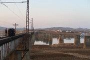 """통일부 """"철도·도로 착공식 연내에…장소 北과 협의 중"""""""