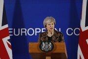 """英메이 총리 """"EU와 '안전장치' 관련 추가 논의할 것"""""""