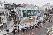 카카오프렌즈 도쿄점 개장 첫날부터 수천명 인파