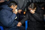 숨진 미얀마 노동자 아버지 만나 눈물 터뜨린 김용균씨 어머니