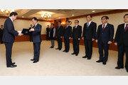 이낙연 총리, 인사처장·국무2차장 등 차관급 8명에 임명장