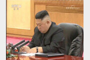 中CCTV, 시진핑 발언 받아적는 김정은 4차례나 보여줘…숨겨진 의미?
