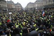프랑스 '노란조끼' 시위대, 과속 단속 카메라 60% 파괴