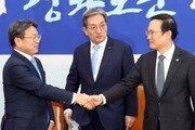 """민주당 찾은 강기정, 탈원전 이견에 """"큰 방향서 정부와 다르지 않아"""""""