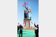[청계천 옆 사진관] 인도 구자라트에 떠오른 文대통령과 모디 총리