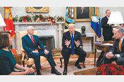 [정미경의 이런 영어 저런 미국]투명인간처럼 앉아있던 펜스 부통령
