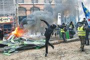 """[글로벌 포커스]곳곳서 툭하면 """"국민투표하자""""… 민주주의 꽃인가, 혼란의 늪인가"""