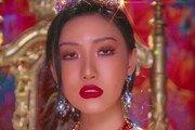 화사, 첫 솔로 1위 등극…뭘 해도 되는 '퀸 화사'