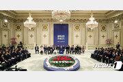 """청와대 첫 초대받은 소상공인들 """"文대통령과 따뜻한 밥 한끼, 위로됐다"""""""