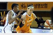 '박지수 18득점' KB스타즈, 신한은행에 24점차 완승