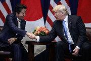 """아베, 트럼프와 통화…""""납치문제 많이 이야기해"""""""