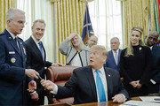 """회담 기대치 낮추는 트럼프… """"급하게 진행할 시간표 없다"""""""