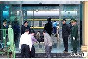 '김정은이 움직인다' 기차역에 '발판'…북미, 휴일 '실무협상'