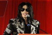 """美남성 2명, """"마이클 잭슨에 수 백번 성추행 당했다"""" 주장"""